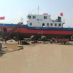 海上维护船